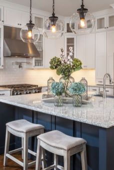 Fascinating colorful glass pendant lamps ideas for your kitchen 21