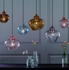 Fascinating colorful glass pendant lamps ideas for your kitchen 27