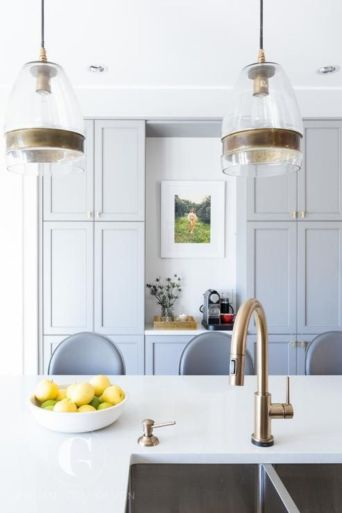 Fascinating colorful glass pendant lamps ideas for your kitchen 32