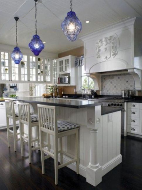 Fascinating colorful glass pendant lamps ideas for your kitchen 43