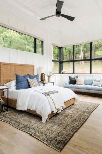 Unique white minimalist master bedroom design ideas 04