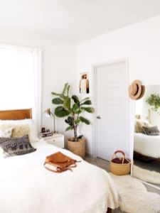 Unique white minimalist master bedroom design ideas 05