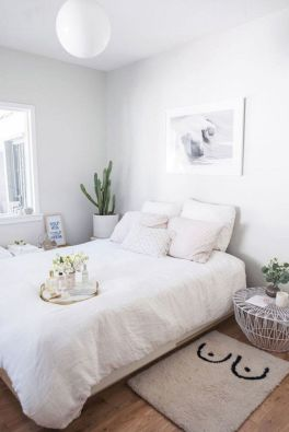 Unique white minimalist master bedroom design ideas 34