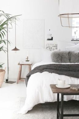 Unique white minimalist master bedroom design ideas 38