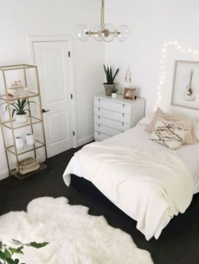 Unique white minimalist master bedroom design ideas 40