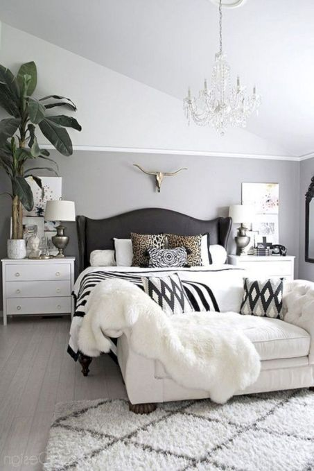Unique white minimalist master bedroom design ideas 44