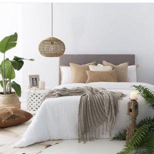 Unique white minimalist master bedroom design ideas 50