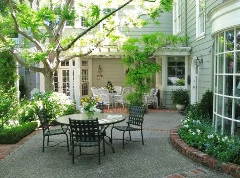 Charming flower beds ideas for shady yards 26