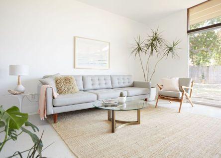 Unique mid century living room décor ideas 49