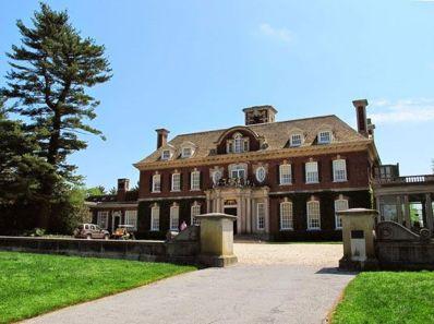 Amazing old houses design ideas will look elegant 10