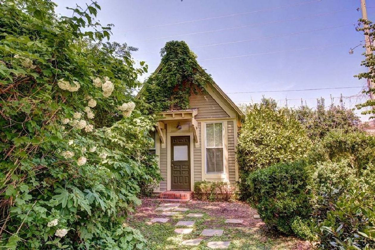 Amazing old houses design ideas will look elegant 18