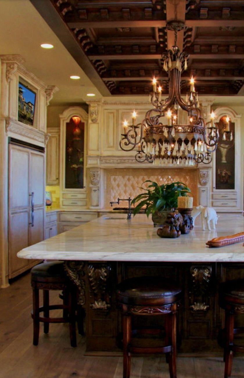 Amazing old houses design ideas will look elegant 33