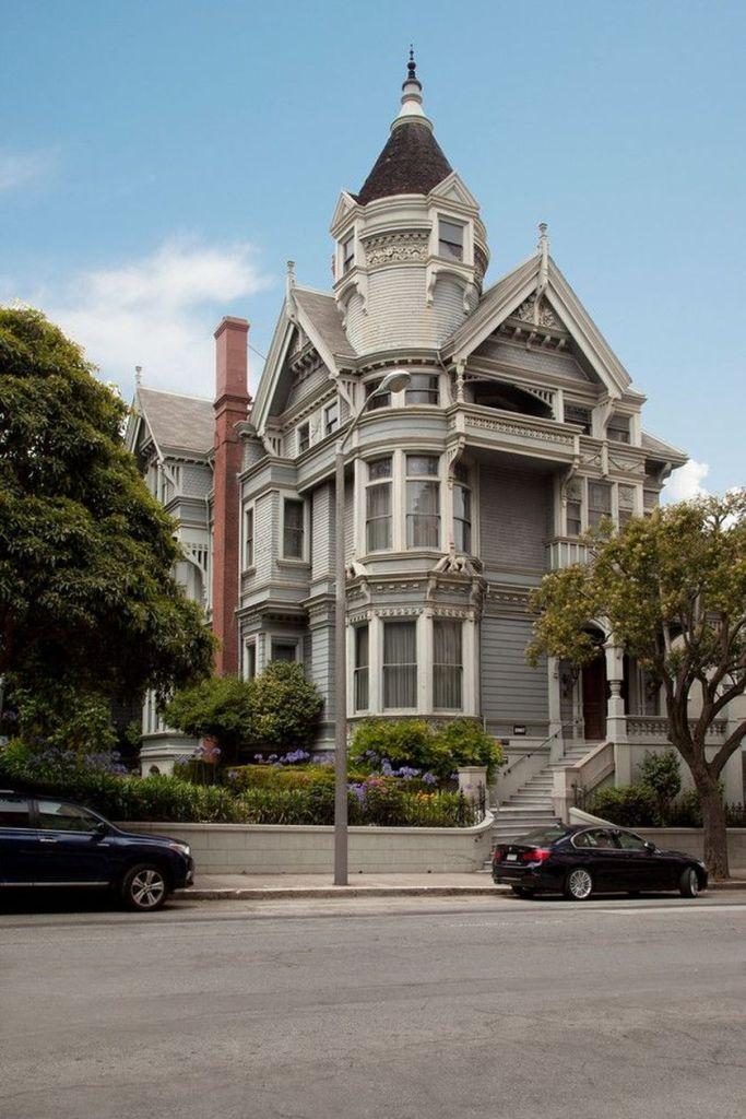Amazing old houses design ideas will look elegant 38
