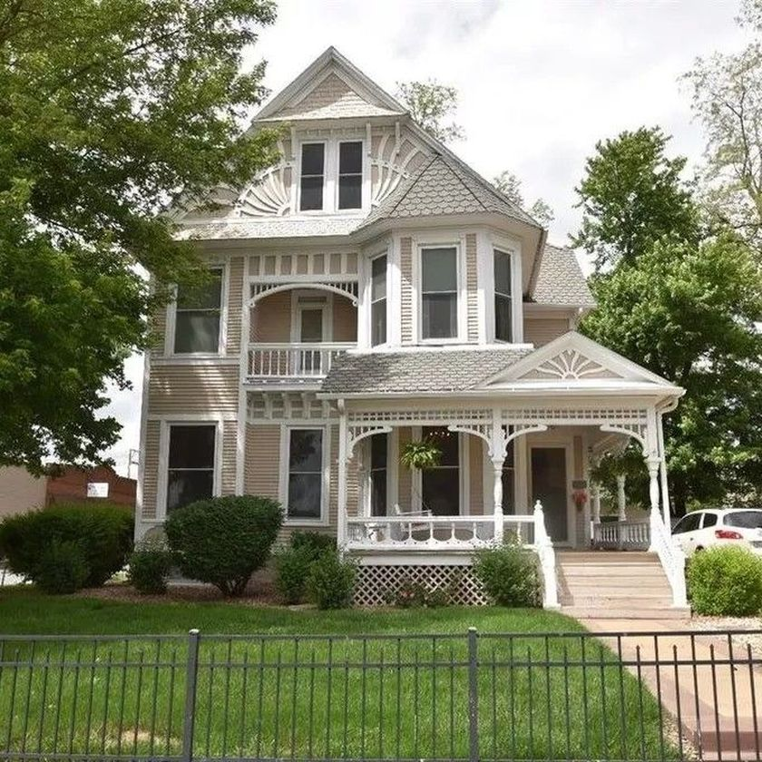 Amazing old houses design ideas will look elegant 55