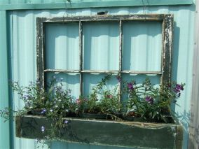 Attractive window box planter ideas to beautify up your home 23