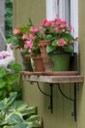 Attractive window box planter ideas to beautify up your home 28