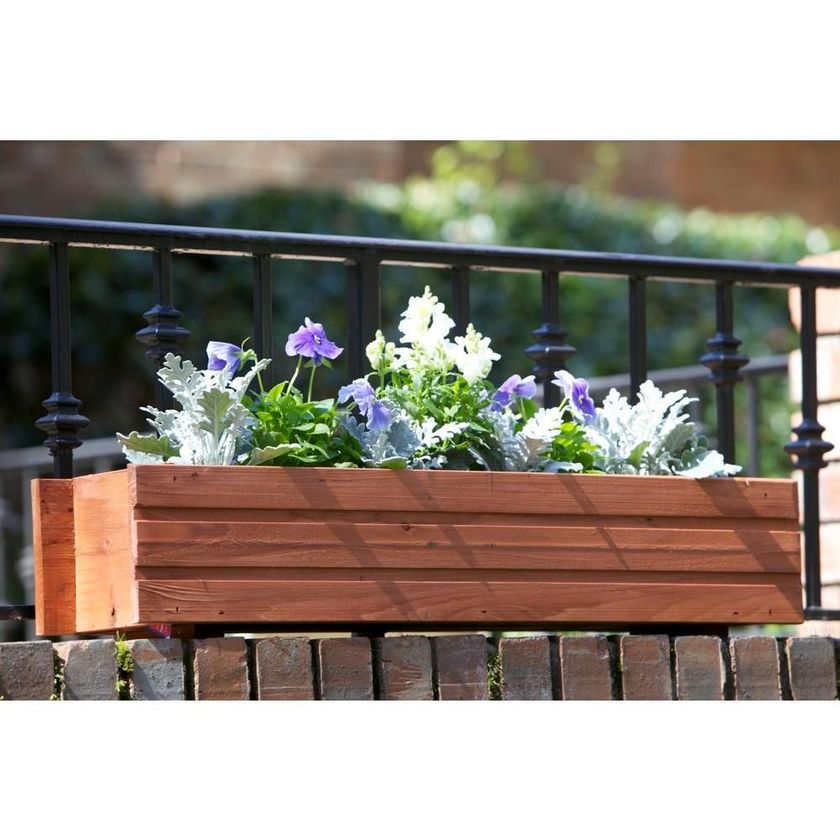 Attractive window box planter ideas to beautify up your home 31