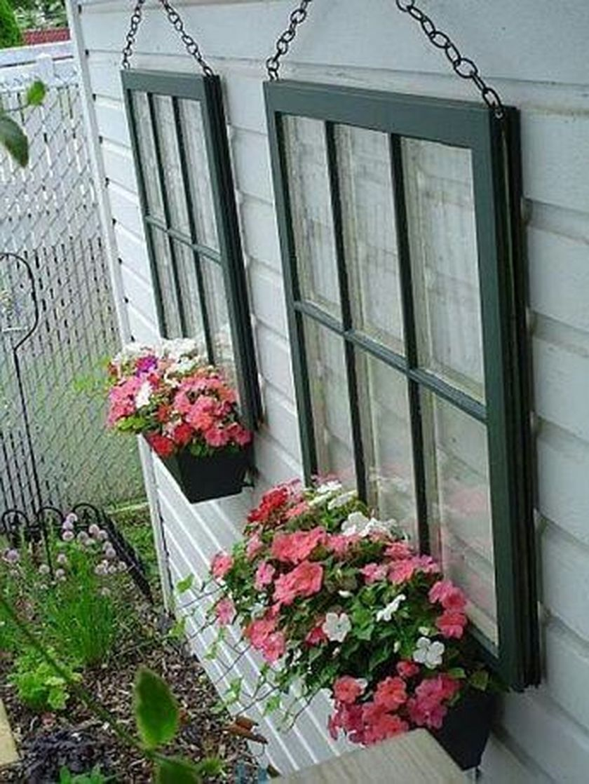 Attractive window box planter ideas to beautify up your home 38