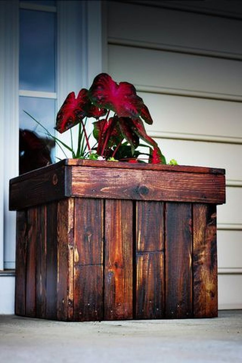 Attractive window box planter ideas to beautify up your home 48