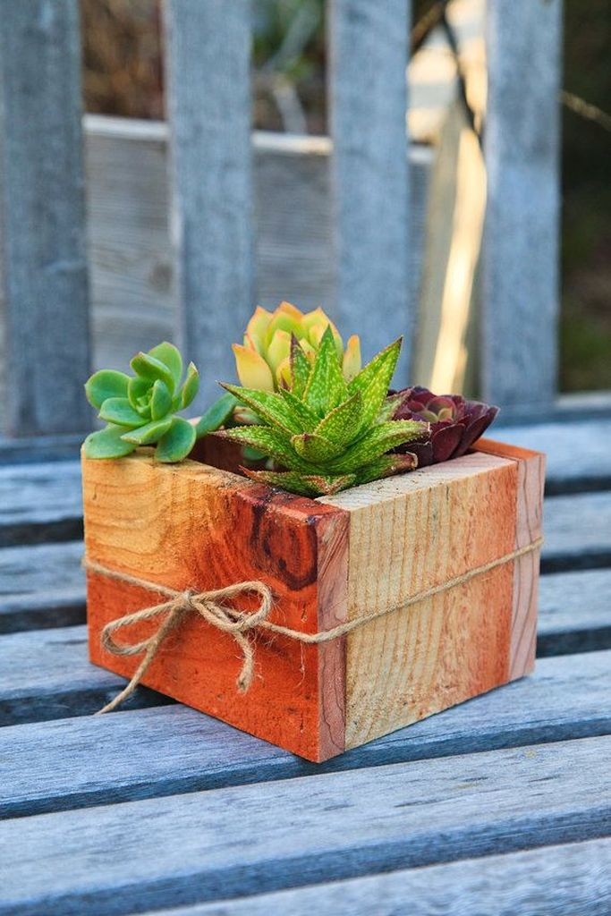 Stunning wood flower box ideas to beautify the flower decoration 34