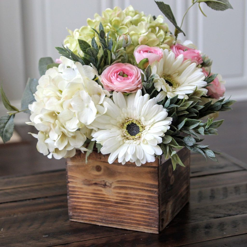 Stunning wood flower box ideas to beautify the flower decoration 40