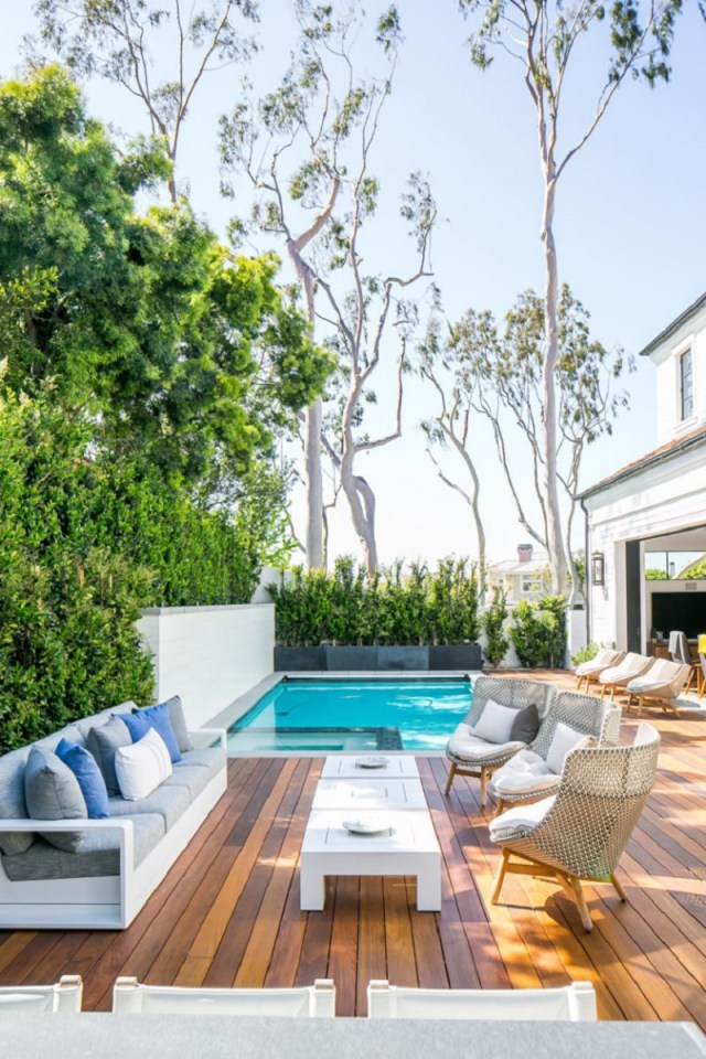 A-beach-home-interior-design-with-modern-taste-to-life-with-high-end-finishes9