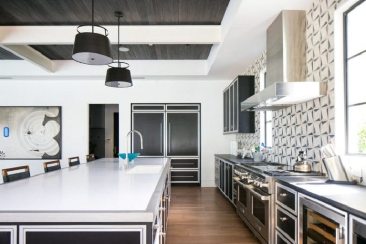 A-beach-home-with-modern-taste-to-life-with-high-end-finishes4