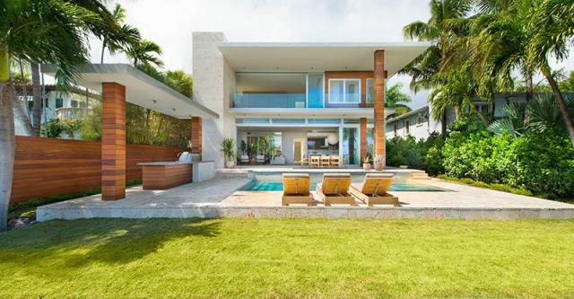 A-breezy-home-design-on-an-island-for-relaxing-feel-and-unforgettable-1