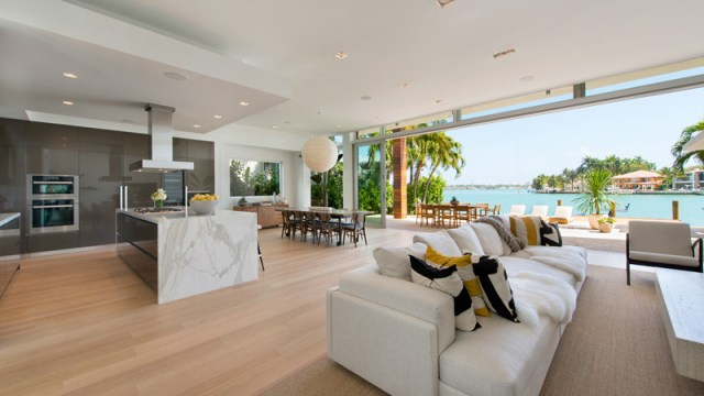 A-breezy-home-design-on-an-island-for-relaxing-feel-and-unforgettable-3