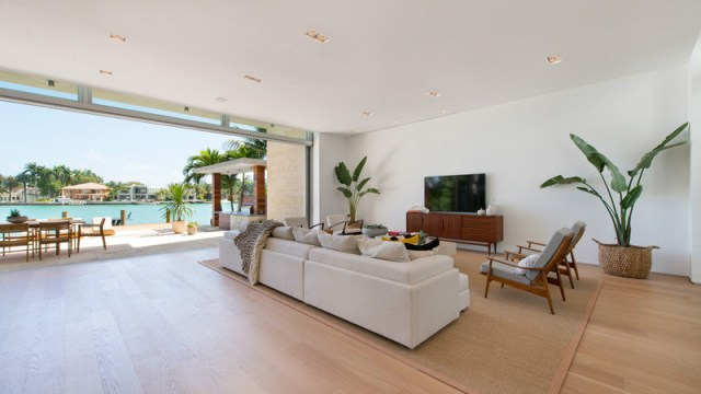 A-breezy-home-design-on-an-island-for-relaxing-feel-and-unforgettable-4