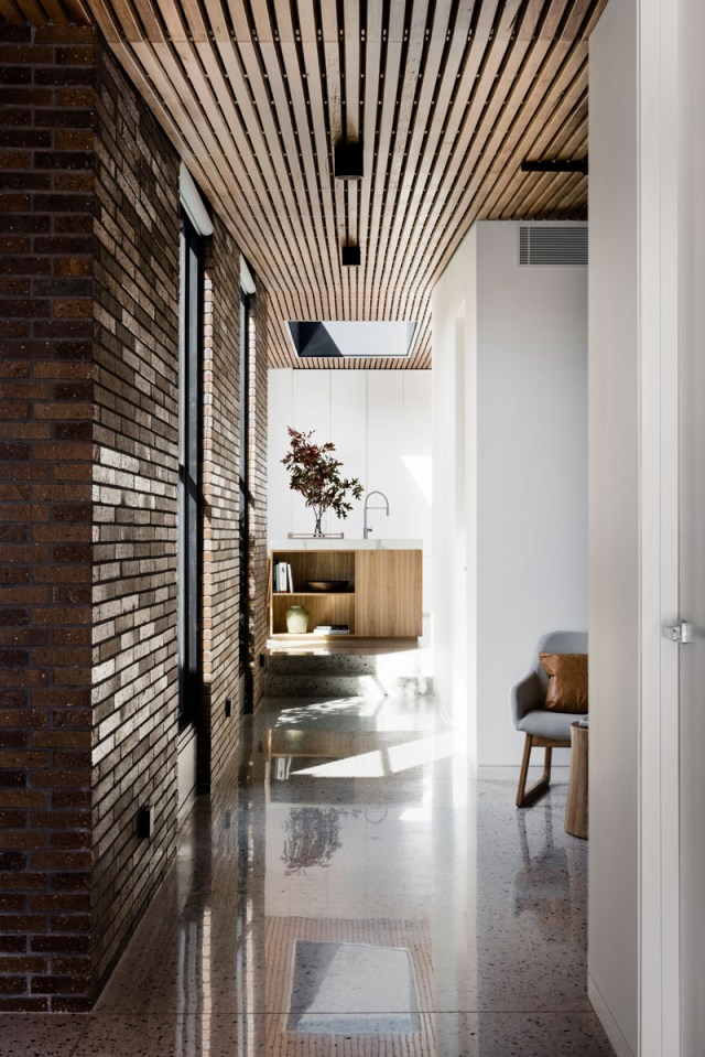 A-fabulous-courtyard-house-design-with-darks-brick-exterior-2