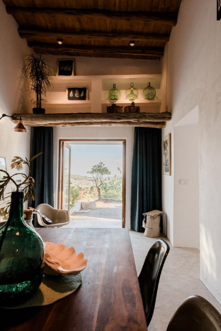 A-modern-guest-house-that-once-a-200-year-old-stable-1