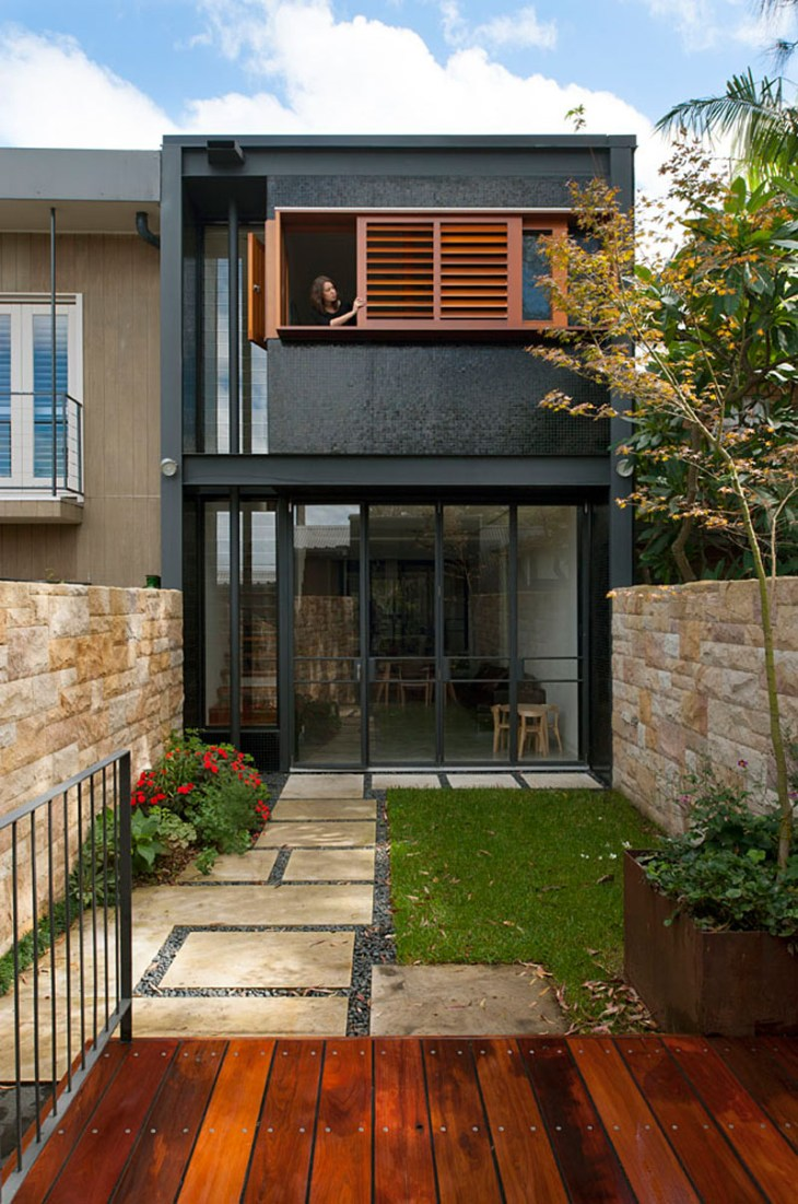 A-stunning-terrace-house-with-bold-black-and-wood-exterior-4
