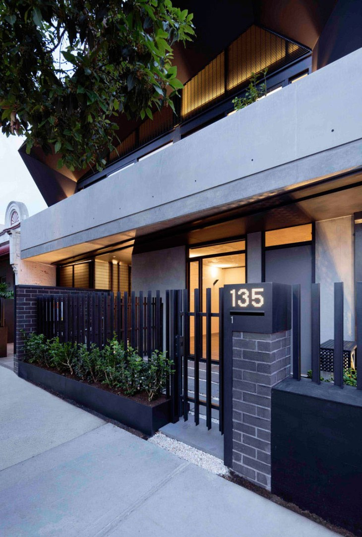 unique-apartment-design-which-appears-as-a-single-dwelling-2