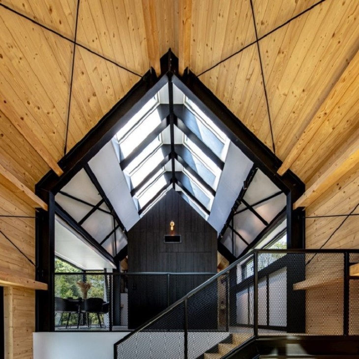 A-framed-cabin-with-contemporary-style-that-looks-dramatic-3