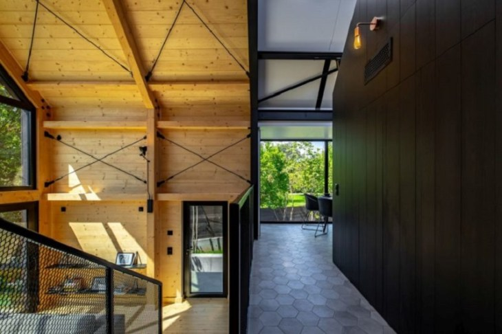 A-framed-cabin-with-contemporary-style-that-looks-dramatic-4