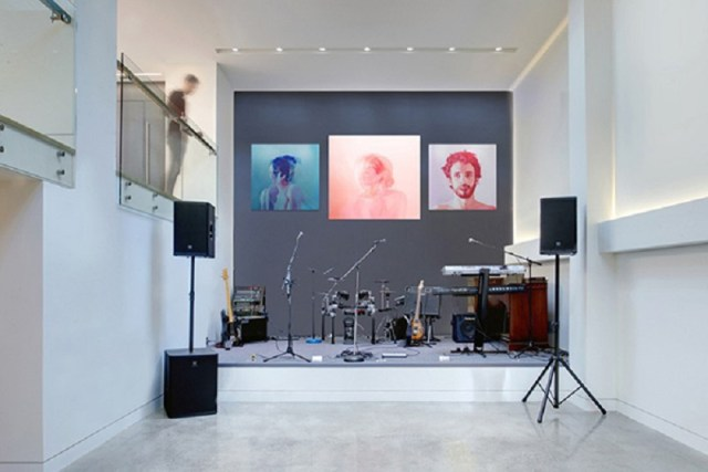 Home-design-with-a-focus-on-music-and-entertainment-7