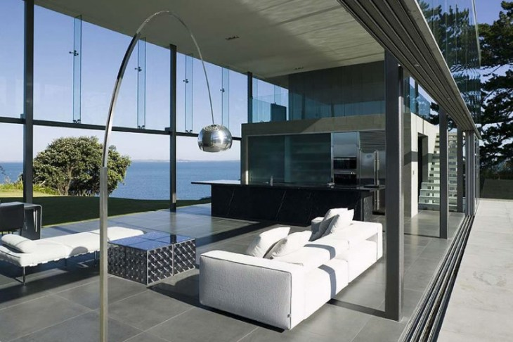This-house-with-two-storey-glass-volume-that-could-maximize-the-views-around-3
