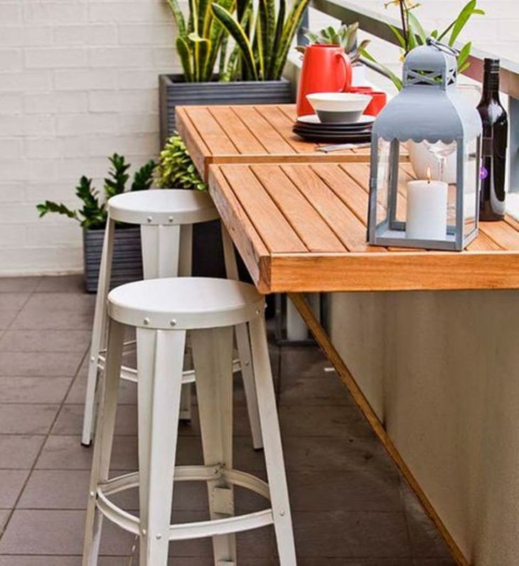 With-pallet-folding-tables