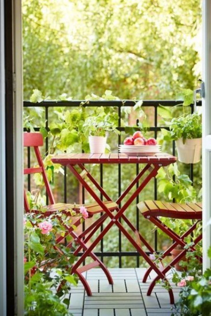 With-folding-garden-furniture