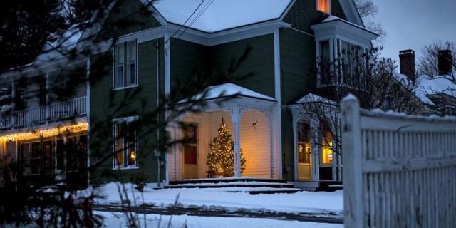 Add-outdoor-christmas-tree