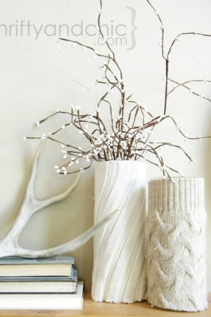 Cozy vase winter centerpiece Easy and Gorgeous Winter Centerpieces Every Table Should Have