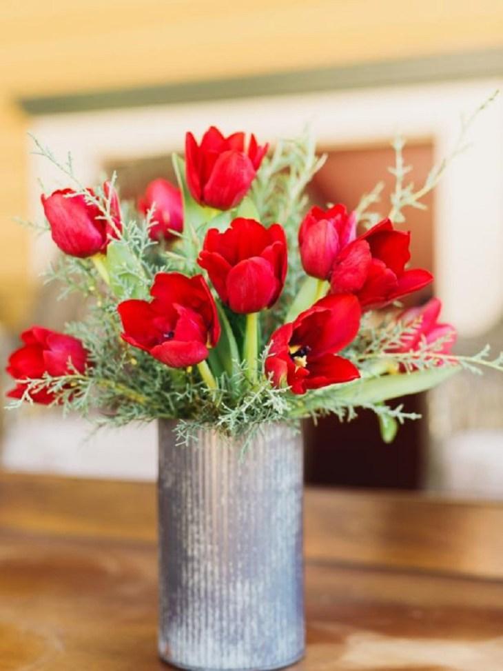 8 Flower Arrangement Ideas For Colorful Winter Decoration
