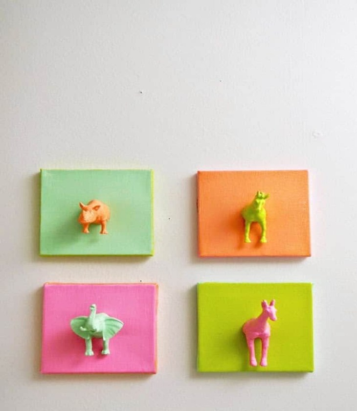 Mini animal canvases Affordable DIY Dorm Room Décor Ideas To Have Your New Square Feels Homey