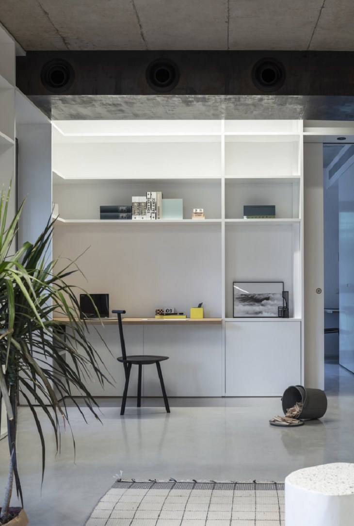 Comfy apartment design with a wooden box for a young family with kids 5