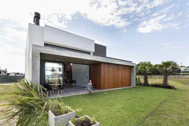 Gorgeous single-storey house design with priority in family activities 6