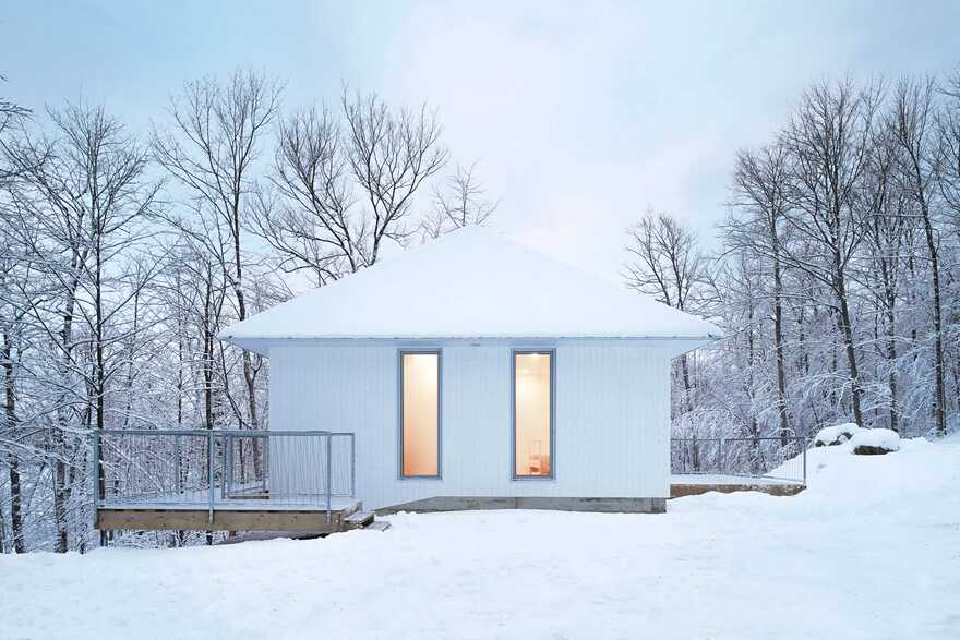 Minimalist house with monolithic architecture to get rest better annd rid our stress 1