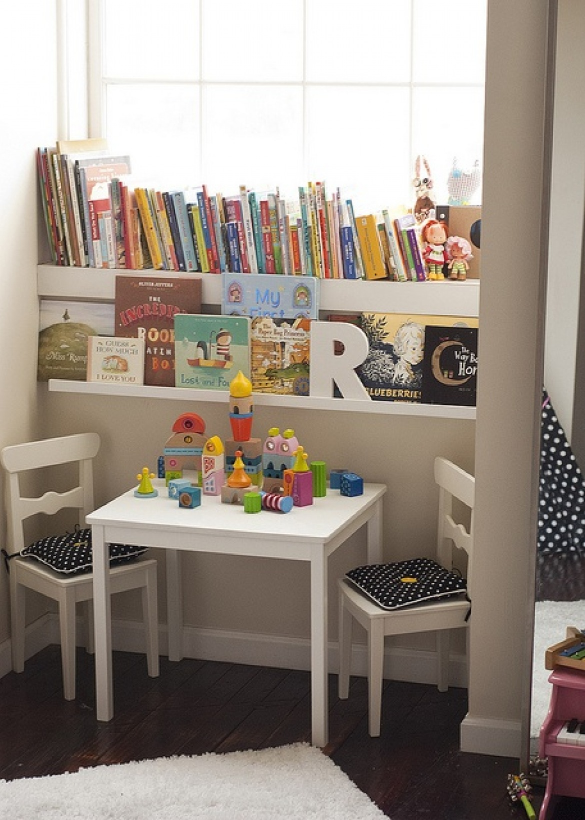Entertaining Reading Nook For Your Kids To Enjoy The Wonderful Knowledge From Books