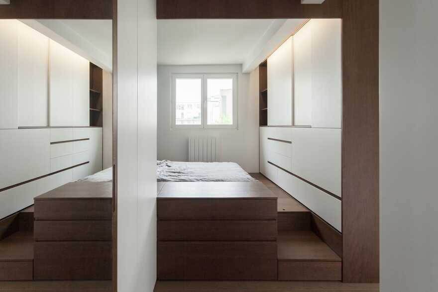 A home for a young man that done in a minimalist style without walls 4