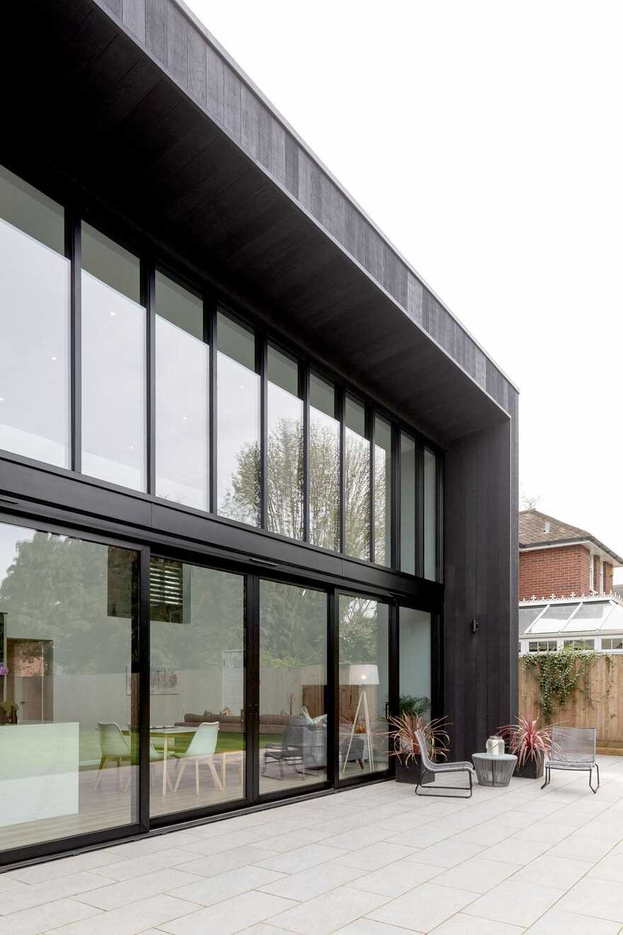 Sophisticated family house that has a direct connection to the rear garden